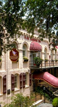 Olde Harbour Inn - River Street Suites : OHI
