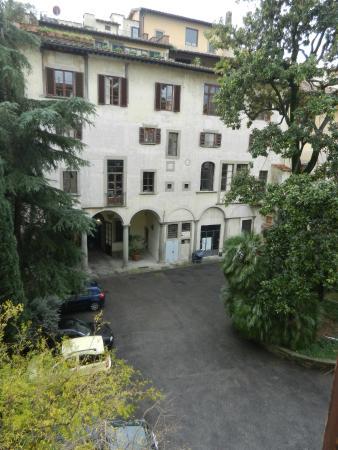 Hotel Dali: courtyard