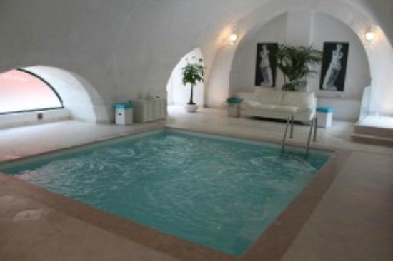 Piscina coperta con idromassaggio foto di agriturismo tibitone francavilla fontana tripadvisor - Agriturismo con piscina coperta ...