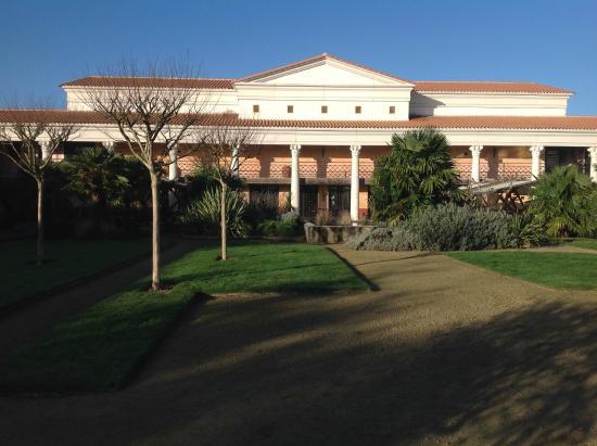 S jour au grand parc du puy du fou vec h bergement a la villa gallo romaine - Hotel villa gallo romaine ...