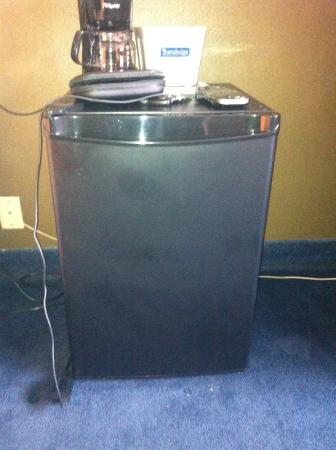 Travelodge Portland City Center : mini fridge and coffee maker in every room (No Microwave)