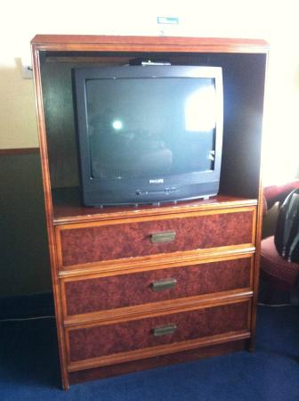 Travelodge Portland City Center : Basic outdated TV, it did have 70+ channels though