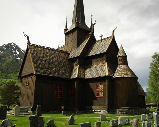 Lom Stave church