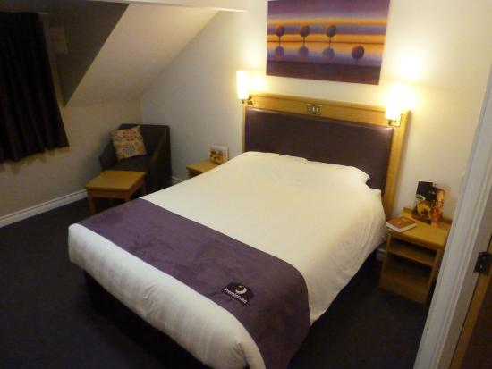 Premier Inn Christchurch West Hotel: Comfy bed as usual