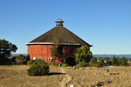 Love The Round Barn Picture Of Hilton Sonoma Wine