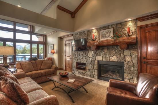 Lion Square Lodge Living Room