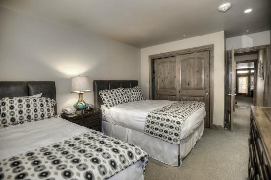 Lion Square Lodge Bedroom