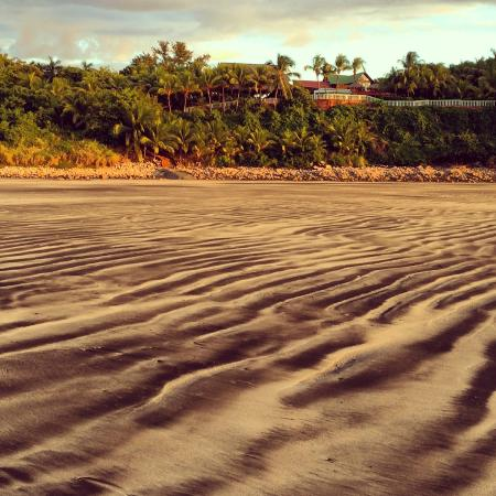 Rise Up Surf Tours Nicaragua: Beach view