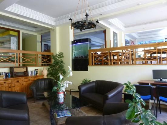 Opus Apart Hotel: Lobby met Restaurant (boven)