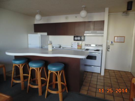 Waikiki Banyan: full kitchen