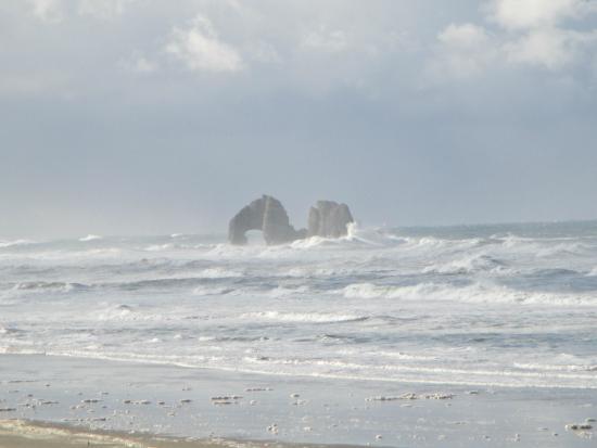 Rockaway Beach Resort: View of Twin Rocks from our room!