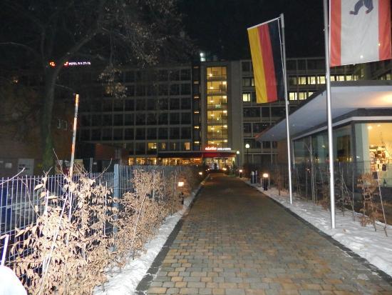 aletto Hotel Kudamm: Außenansicht mit Schnee
