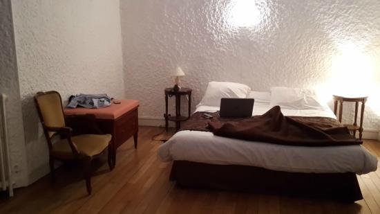 Le Pavillon Bleu: Chambre n°4, Monet, sans aucune peinture au mur.