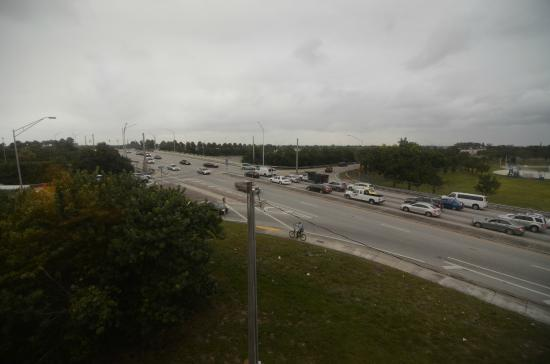 The Inn At Boynton Beach: View of Interstate Junction from Room
