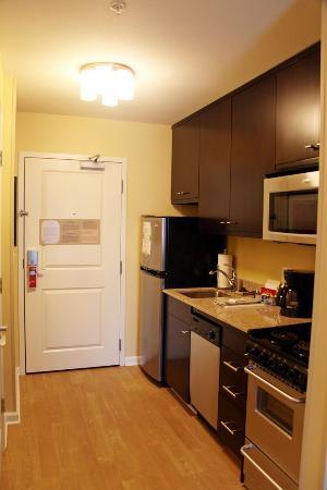 Residence Inn Fayetteville Cross Creek : kitchen