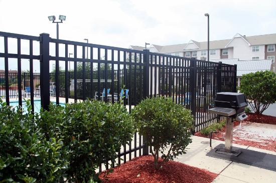 Residence Inn Fayetteville Cross Creek: pool