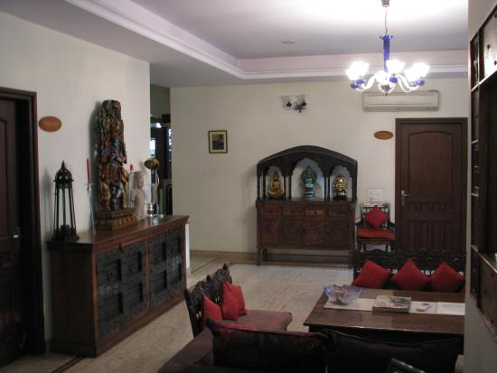 Shanti Home: one common area
