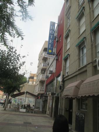 Hotel Legazpi: Main entrance from outside