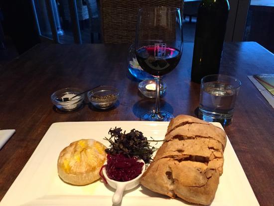 Ake Ake Vineyard Restaurant: Hot camembert