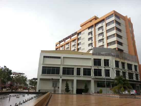 Wana Riverside Hotel: 밖에서 본 호텔의 모습