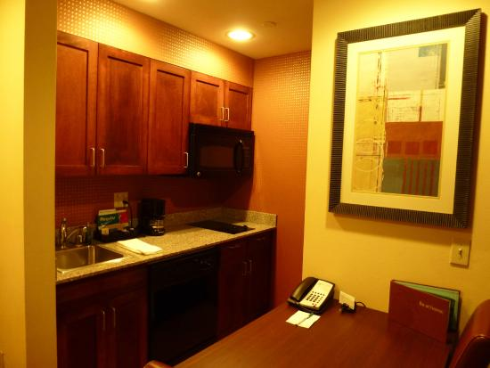Homewood Suites by Hilton Palm Desert: Kitchen area of suite