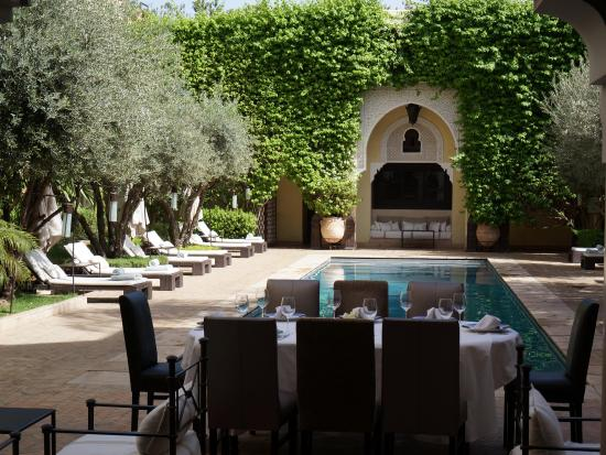 La Villa des Orangers - Hôtel : Lunch by the Pool