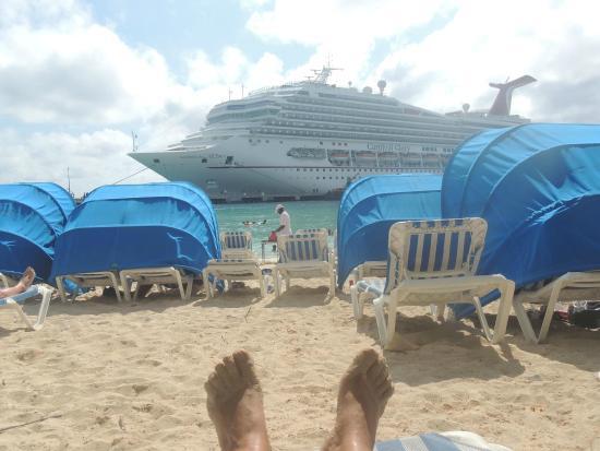 Grand Turk Inn: descansando en la playa