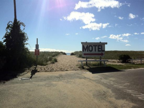 Sea View Motel: Walk to beach