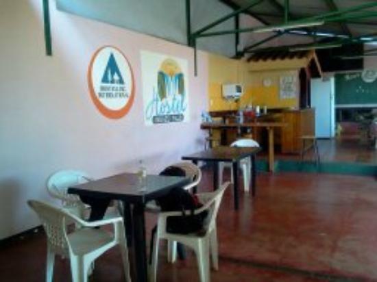 Hostel Iquazu Falls: aqui se puede comer, es un espacio abierto al jardin