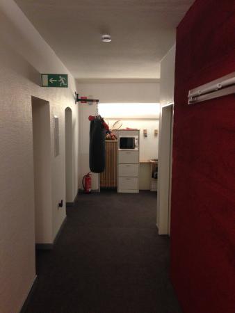 Max Hotel Garni: Corridor