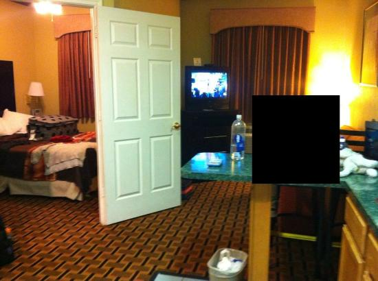 Days Inn & Suites Ft. Worth DFW Airport South : suite