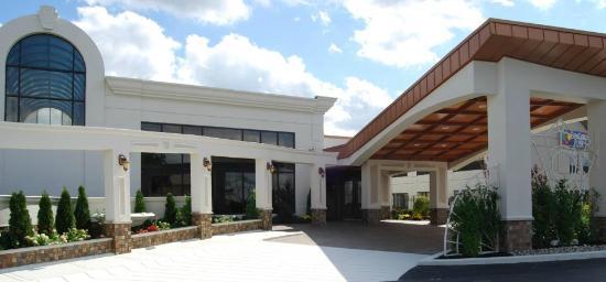 The Days Inn & Suites Banquet Center Entrance