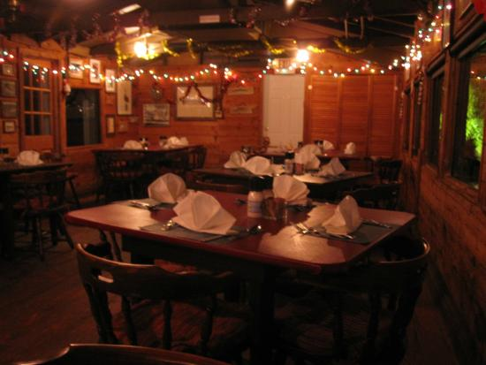 Cap's Place: Dining room decorated for Christmas