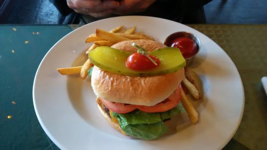 Daphne Restaurant: Giant Burger