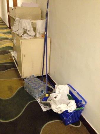 Hotel Hindusthan International Kolkata: Dirty corridors of HHI