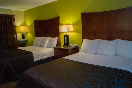 Sullivan Trail Inn & Suites: 2 Queen GuestRoom