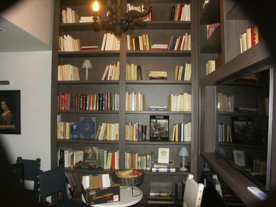 Hotel Le Clos Notre-Dame: Salon bibliothèque