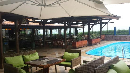 Costa Norte Ingleses Hotel: Restaurante e piscina.