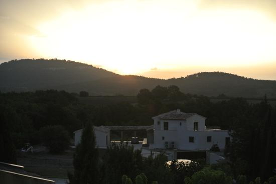 Le Mas Destonge : Sunrise view from the terrace!