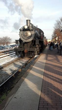 Artist's Inn and Gallery: Strasburg Railroad