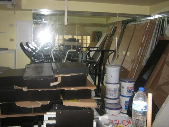 Crews Inn Hotel & Yachting Centre: The so called gym. Really pissed off smh