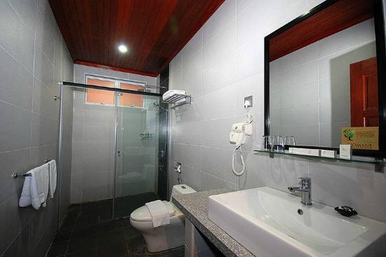 Tioman Dive Resort : Executive Bathroom