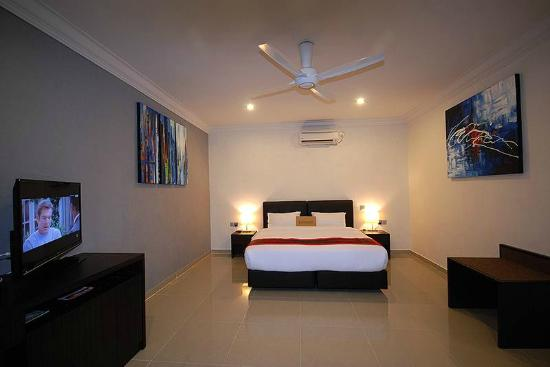 Tioman Dive Resort: Executive Double/Twin Room - King Bed Configuration