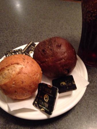 Black & White Restaurant: Nice rolls. But my butter was frozen solid. :/