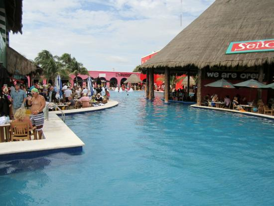Senor Frogs Costa Maya: pool area