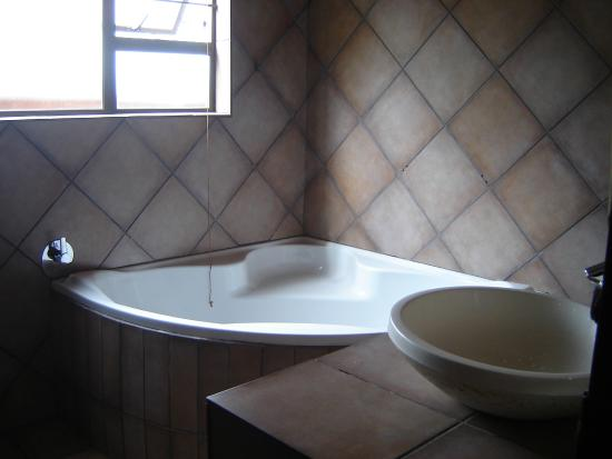 MoAfrika Backpackers: Baño con jacuzzi