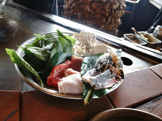 Steak House Jam: 木盤盛裝著食材