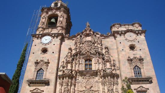 Templo La Valenciana : facade of Iglesia de San Cayetano