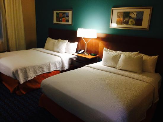 Fairfield Inn & Suites Dallas Park Central: Room