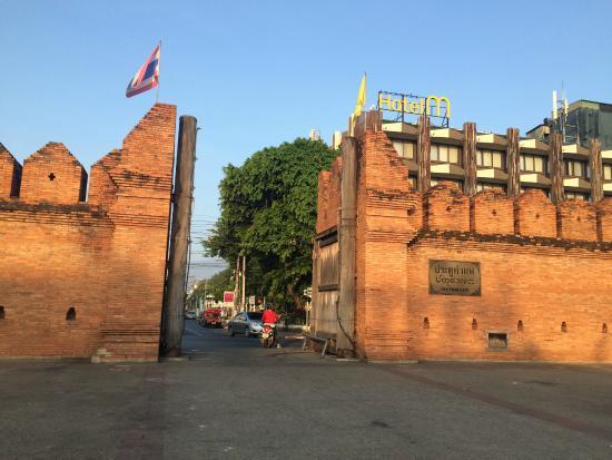 Tha Phae Gate: 塔佩門